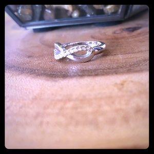 🌿Size 6 infinity ring w/ diamond studs